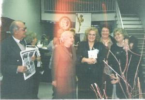 La Montréal, alături de doamnele din Asociaţia Femeilor Române şi de  George Galan, cu bucuria de-a fi comunicat înalt prin intermediul  lui Eminescu despre tainele logosului şi melosului eminescian..