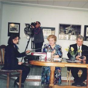 La Chişinău, în 2000, susţinând prima formă a comunicării despre    Eminescu şi muzica, prezentată de acad. Mihai Cimpoi la inaugurarea seriei de prelegeri a Centrului Academic Eminescu.