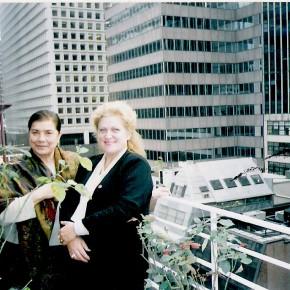 New York, Manhattan, nov. 2000,  Aurora Cornu si Lucia Olaru Nenati