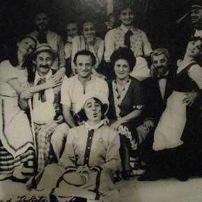 Spectacolul Romeo si Julieta la Mizil  la Teatrul Mihai Eminescu din Botosani  1986. In mijloc Lucia Olaru Nenati si Mihai Malaimare. Sus Dan Puric