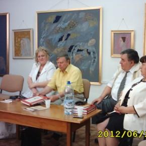 Scriitori botoşăneni la întrunirea eminescologică de la Suceava